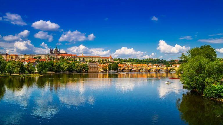 Jak taniej zwiedzić Pragę