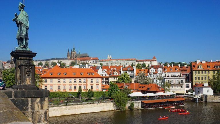 Współczesne rzeźby i pomniki w Pradze